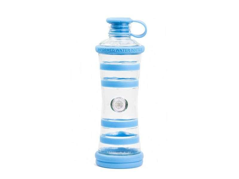 Informare l'acqua bottiglia azzurra