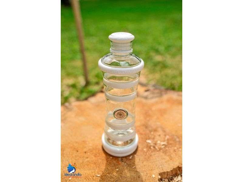 informare l'acqua bottiglia bianca