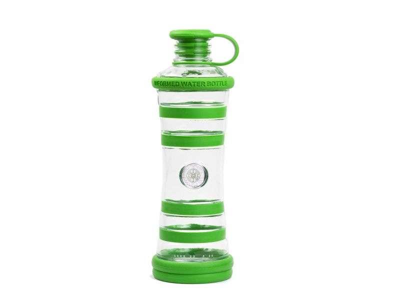 Informare l'acqua bottiglia verde