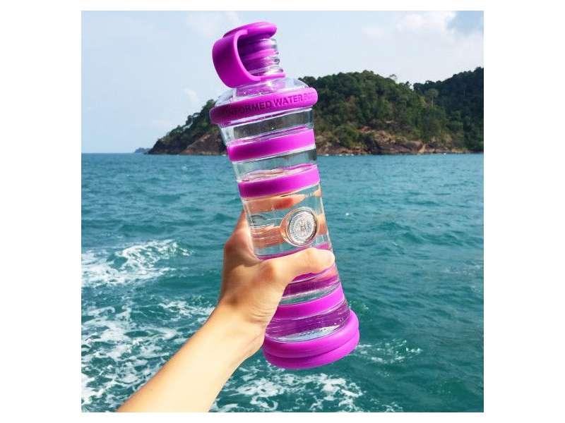 informare l'acqua bottiglia viola
