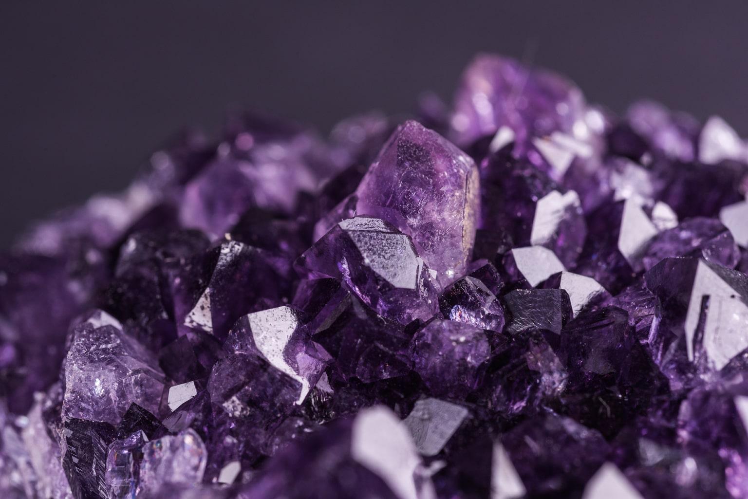 Ametista Dove Trovarla pietra violacea: storia, usi e 8 top benefici della pietra